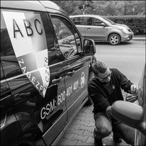 Całodobowe awaryjne otwieranie samochodów Warszawa
